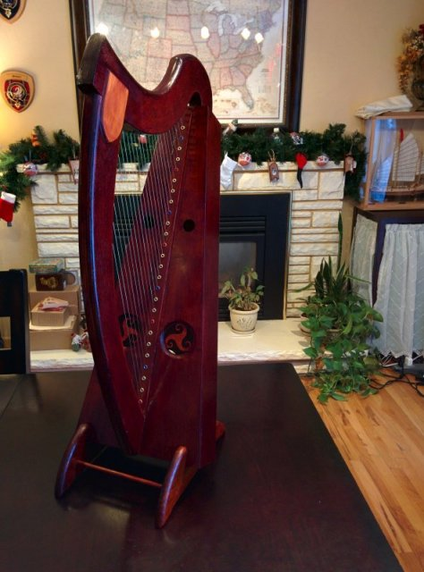 The finished harp.